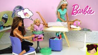 Barbie y su hermanita Chelsea van al spa de muñecas she pintan las uñas, se hacen masajes y faciales de belleza. Barbie y Chelsea no solo son hermanas pero mejores amigas. Como el la serie Barbie life in the dream house Barbie y sus hermanas son muy unidas. Les encanta pasar tiempo juntas. Jugamos con el juguete de LIV spa. Incluye maquillaje para muñecas, secadora de cabello, extensiones para muñecas, esmaltes y pinta uñas silla de spa, mascarilla y mucho mas.Barbie Vacaciones en Crucero con Ken y sus Hermanas - Los  Juguetes de Titihttps://youtu.be/iXEjVQa9bIE🎀 Barbie Rutina de la Mañana Limpiando su Casa y Comprando en El Supermercado - Juguetes de Titihttps://youtu.be/c7pgdrLWkwwRutina de Noche en Casa de Barbie y Sus Hermanas - Barbie Dormitorio y Baño Juguetes de Titihttps://youtu.be/HmvymypWfPUChelsea hace un Desastre en la Lavanderia de Barbie - Maquina lavadora de Juguetehttps://youtu.be/JVztM3U5S5wBarbie Se Va de Viaje y Sus Hermanas Tienen Una Fiesta Desastrosa En La Casa de Sueños Barbiehttps://youtu.be/GEkt7lXKumk