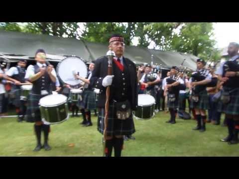 Banda de gaitas del Batallón de San Patricio en Embamex Irlanda.