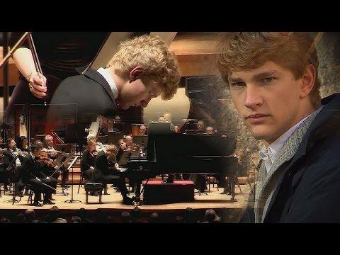 Ο 20χρονος πιανίστας που «συγκλονίζει» με τις εκτελέσεις του – musica