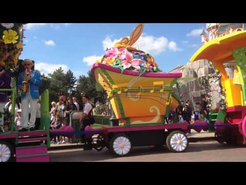 """La """"Promenade Printanière"""" sur Central Plaza (Disneyland Paris, Swing into Spring)"""