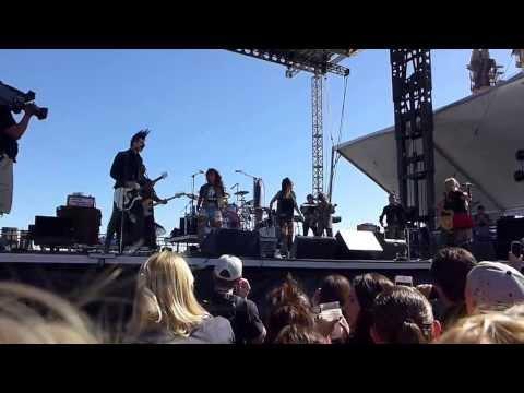 Avril Lavigne – Live iHeartRadio in Las Vegas (HD)