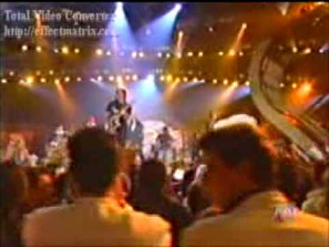 Juanes con Black Eyed Peas - La Paga