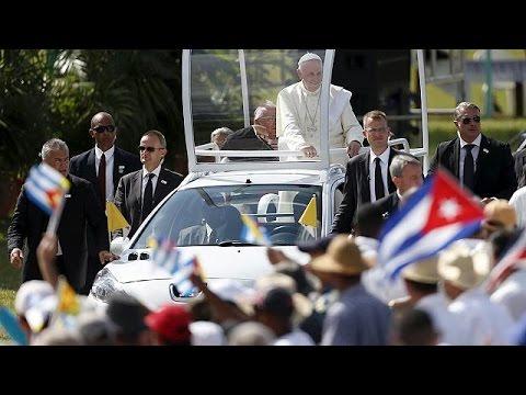 Κούβα: Χιλιάδες πιστοί επιφύλαξαν θερμή υποδοχή στον Πάπα Φραγκίσκο