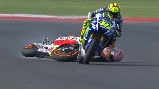 Video DUEL maut Valentino rossi vs Marc marquez | best battle 2017 MP3, 3GP, MP4, WEBM, AVI, FLV September 2018