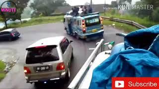 Video TERBARU. Bus ugal-ugalan srempet mobil MP3, 3GP, MP4, WEBM, AVI, FLV Oktober 2018