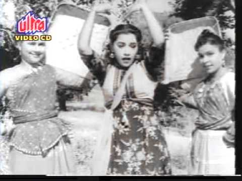 sar par topi lal - This is the most melodious song and was picturised on Shammi Kapoor and Ameeta.their freakout acting in the song is very amusing.