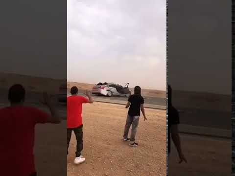 العرب اليوم - شاهد: رد فعل صادم لشاب متهور تسبب في إصابة صديقه بحادث مروّع