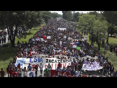 DE - ÚLTIMA HORA: Detalles de la marcha de alumnos del IPN 30 de septiembre 2014 Suscribe a nuestro canal: http://goo.gl/FyK0aq Para más información entra en http://www.cadenatres.com.mx/...