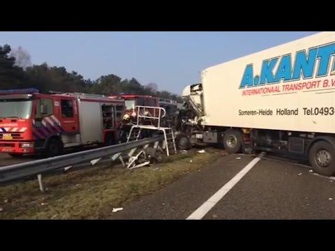 Ongeval met 2 vrachtwagens op A67