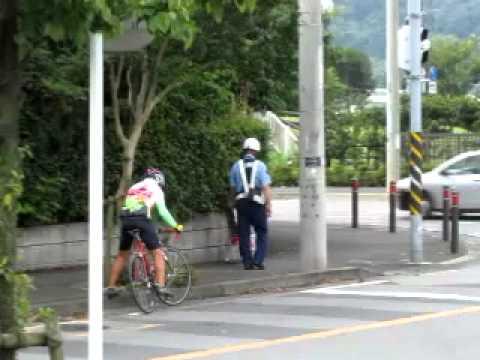 ... 講義する自転車おじさんの動画