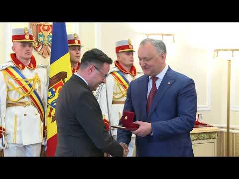 Președintele Igor Dodon a înmînat distincții de stat unui grup de cetățeni ai Republicii Moldova