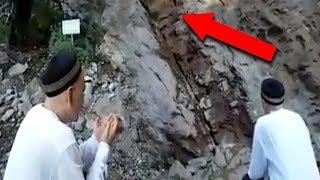 Download Video Sulit Dipercaya!! Saat Ustad ini Berdoa, Tiba-tiba Terjadi Peristiwa Aneh Tapi Nyata! MP3 3GP MP4