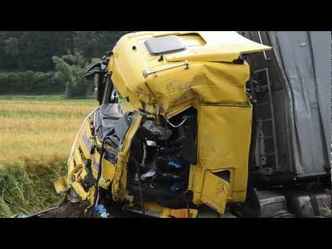 Lahntal: Lkw-Fahrer stirbt bei Unfall auf B 252