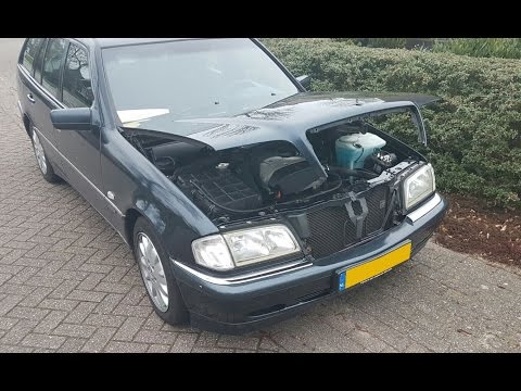 Removing and cleaning the grille and hood star - Mercedes-Benz C-Class T-Modell 1999 - S202