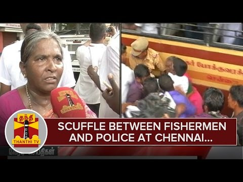 Scuffle-between-Fishermen-and-Police-at-Chennai-01-03-2016
