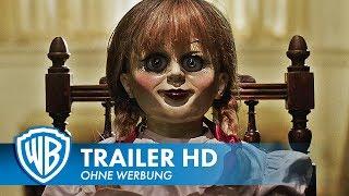 """► Warner Bros. präsentiert den deutschen #Trailer zum Film ANNABELLE 2. ► http://bit.ly/WarnerAbonnieren ► ANNABELLE 2 - ab 24. August 2017 im Kino! Abonniere den WARNER BROS. DE Kanal für aktuelle Kinotrailer.Sie ist wieder da! New Line Cinema präsentiert """"Annabelle 2"""" unter der Regie von David F. Sandberg (""""Lights Out""""). Der äußerst erfolgreiche Vorgänger """"Annabelle"""" hatte an der Kinokasse weltweit fast 257 Millionen Dollar zusammengegruselt. Die Fortsetzung wird wieder von Peter Safran und James Wan produziert, deren effektiver Partnerschaft wir bereits die """"Conjuring""""-Filme verdanken.In """"Annabelle 2"""" nehmen ein Puppenmacher und seine Frau etliche Jahre nach dem tragischen Tod ihrer kleinen Tochter Gäste auf: Die Nonne und mehrere Mädchen kommen aus einem abgeschiedenen Waisenhaus. Schon bald geraten sie ins Visier von Annabelle, der besessenen Schöpfung des Puppenmachers.Sandberg inszeniert das Drehbuch von Gary Dauberman, der bereits """"Annabelle"""" geschrieben hat. Die Hauptrollen spielen Stephanie Sigman (""""James Bond 007: Spectre""""), Talitha Bateman (""""Die 5. Welle""""), Lulu Wilson (demnächst """"Ouija: Origin of Evil"""", """"Erlöse uns von dem Bösen""""), Philippa Coulthard (""""The Philosophers – Wer überlebt?""""), Grace Fulton (""""Badland""""), Lou Lou Safran (""""The Choice – Bis zum letzten Tag""""), Samara Lee (""""Foxcatcher"""", """"The Last Witch Hunter""""), Tayler Buck in ihrer ersten Rolle sowie Anthony LaPaglia (TV-Serie """"Without a Trace – Spurlos verschwunden"""") und Miranda Otto (Showtime-Serie """"Homeland"""", Trilogie """"Der Herr der Ringe""""). Als Executive Producer sind Toby Emmerich, Richard Brener, Walter Hamada, Dave Neustadter und Hans Ritter beteiligt.Aus seiner """"Lights Out""""-Crew holte Sandberg auch jetzt wieder Produktionsdesignerin Jennifer Spence, Cutter Michel Aller und Komponist Benjamin Wallfisch ins Team. Hinzu kommen Kameramann Maxime Alexandre (""""The Other Side of the Door"""") und Kostümdesignerin Leah Butler (""""Paranormal Activity 3 & 4"""").New Line Cinema präsentiert eine Atomic Monster/"""