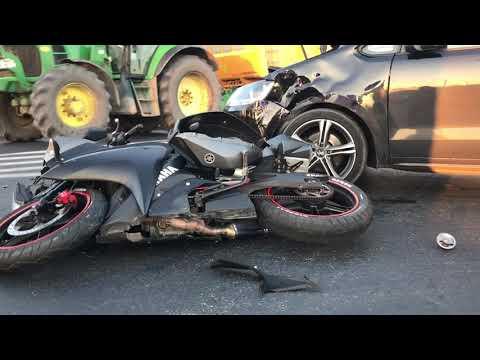 Wideo1: Zderzenie motocykla i samochodu na skrzyżowaniu ulic Dekana i Estkowskiego