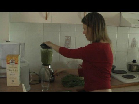 Green Smoothie Challenge – Banana and Berry Recipe