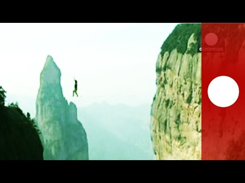 China slackline challenge Raw footage of heartstopping attempt to defy gravity