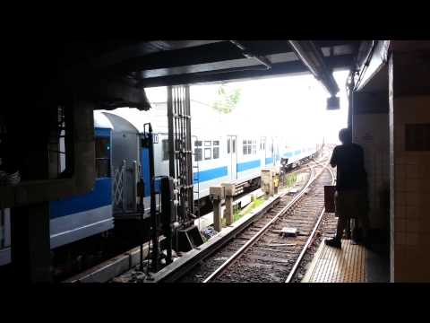 MustangFan424 - This is a video of the irt smee train running for the all star game entering Hunts Point Ave out of service.