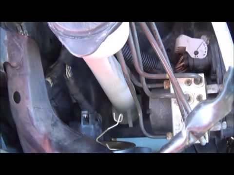 How to change Pontiac Vibe / Toyota Matrix headlight bulb