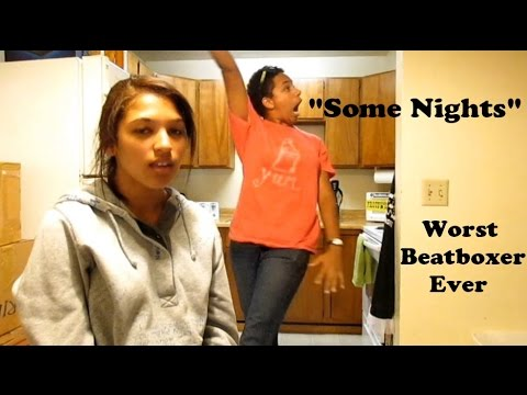 Una De Las Dos Hermanas Esta Cantando...pero Es La Otra A Dar El Verdadero Esectaculo!