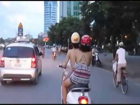 Hot girl dạo phố