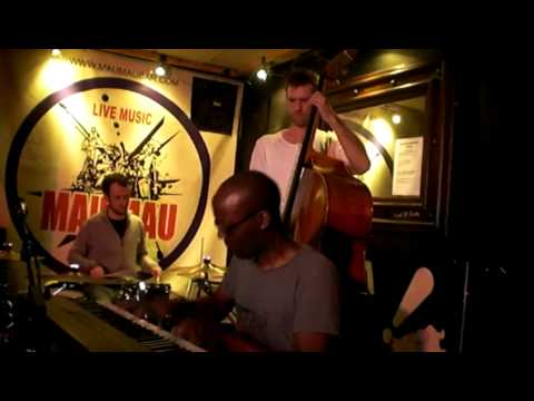 Robert Mitchell 3io plays 4Hero's Third Stream @ jazz re:freshed 12/03/09 online metal music video by ROBERT MITCHELL