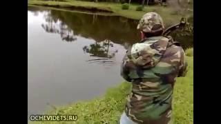 Tak się powinno łowić ryby! Dwie ryby za jednym strzałem!