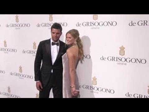 Toni Garrn and boyfriend Chandler Parsons at De Grisogono Photocall in Cannes видео
