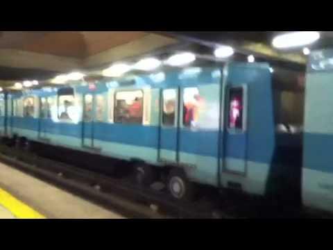 Hinchas coló colo saltando vagón metro de Santiago Chile Al - Garra Blanca - Colo-Colo - Chile - América del Sur