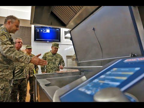 Степан Полторак перевірив якість харчування та приготування страв у Національній академії сухопутних військ
