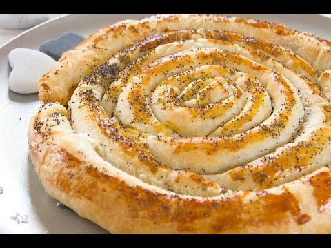 torta salata a spirale con provola affumicata e speck - ricetta