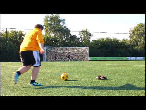 Túlsúlyos fiú is nagy gólokat tud rúgni