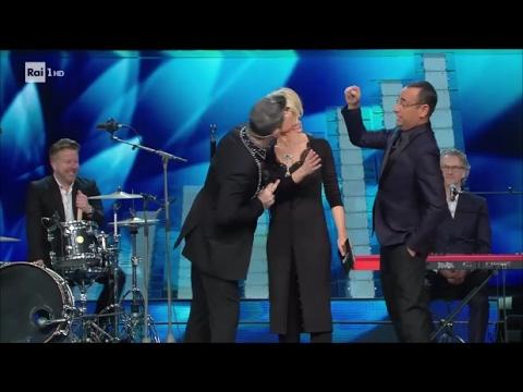 Robbie Williams puth LIVE moderatoren e 'Sanremos' (Video)