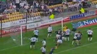 Goalie Mart Poom trifft gegen Derby County