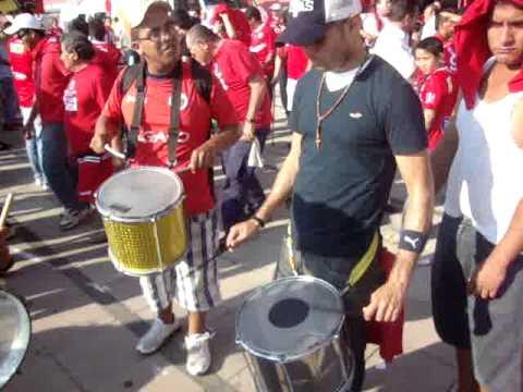 BATUCADA VERACRUZANA AFUERA DEL ESTADIO LUIS PIRATA FUENTE - Guardia Roja - Tiburones Rojos de Veracruz