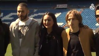 Video Bale, Benzema and Modric welcome Bollywood stars to the Bernabéu MP3, 3GP, MP4, WEBM, AVI, FLV Juli 2017