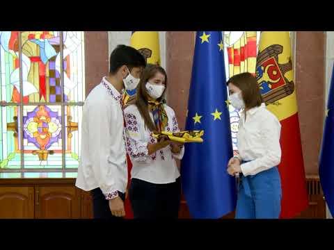 Președintele Maia Sandu a înmânat Drapelul Republicii Moldova sportivilor moldoveni care vor participa la Jocurile Olimpice de la Tokyo