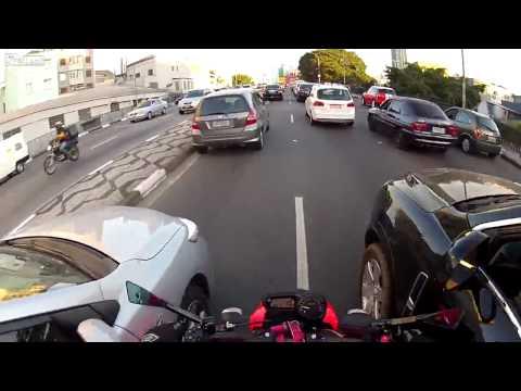 motociclista impazzito per le strade del brasile