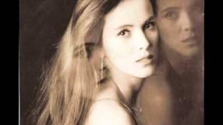 video y letra de Por hablarle  de ti (audio) por Edith Marquez