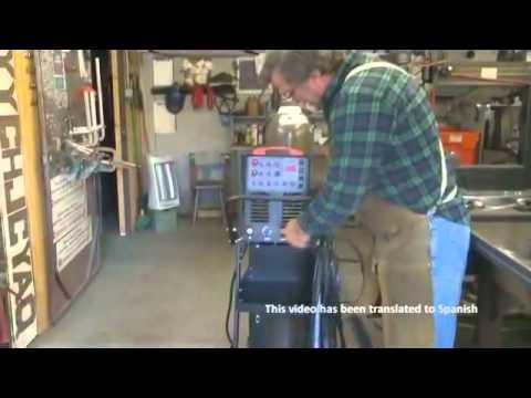 Soldadura TIG aluminio - Kevin Caron demuestra como configurar y instalar una TigWeld 250 AC/DC. Para mas informacion llame a 1-510-877-7090 or por correo electronico a daniel@longen...