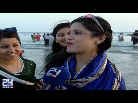Residents of Karachi enjoying at sea view