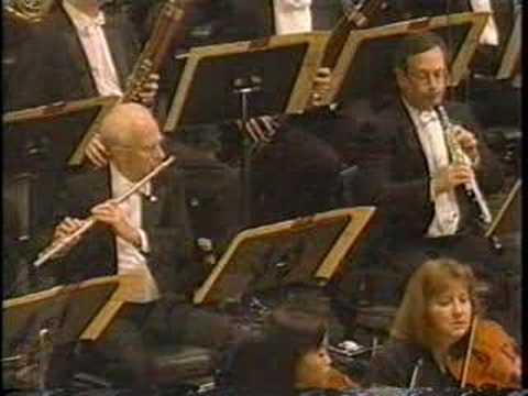 variations - Daniel Barenboim with the Chicago Symphony Orchestra, opening the 1997 season at Carnegie Hall in this gorgeously performed dedication to the recently deceas...