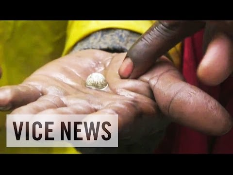Africa - Subscribe to VICE News here: http://bit.ly/Subscribe-to-VICE-News In the 1970s, South Africa was the world's most prolific exporter of gold. Over the years, ...