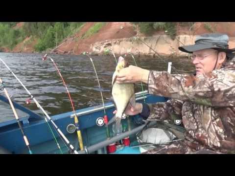 Ловля на кольцо с лодки на волге видео