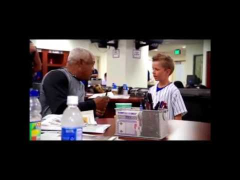David Wright - This is a reupload of HokiePokie33's video. I love this clip so much! David is so sweet and a great guy. Matt, the little boy, is so adorable! Perhaps he wil...