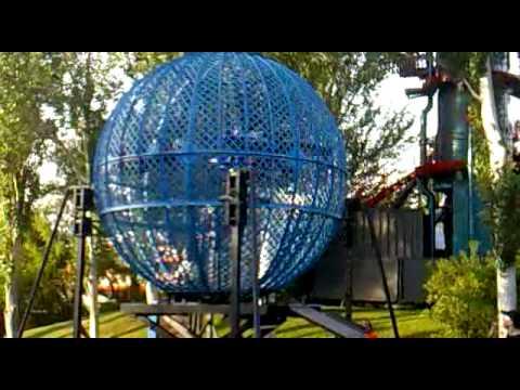 ¿Te atreverías a entrar con tu moto en una esfera así?