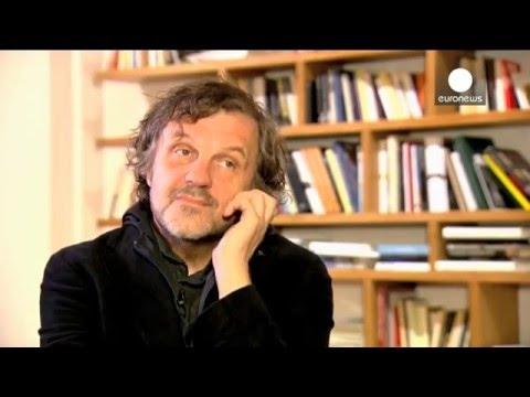 Как сербский режиссёр Эмир Кустрица интервью EuroNews  давал
