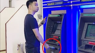 Video Mumpung sepi, nguras ATM dulu pake HP... MP3, 3GP, MP4, WEBM, AVI, FLV September 2019